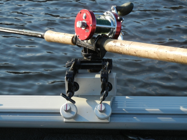 RHDES-CO - Clamp-On Block is designed to fit the Down East Salty S-10 Series rod holder. 2/19